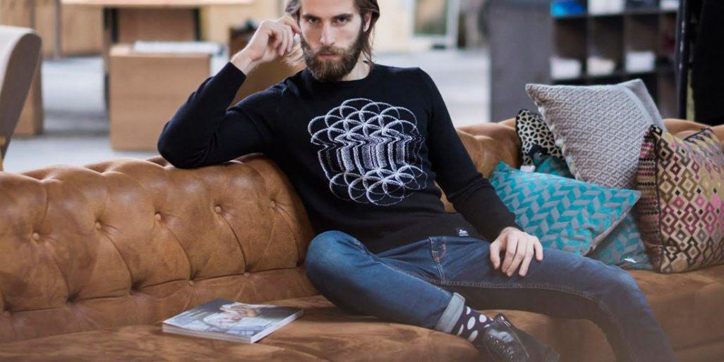 Model v oblčení od LiveSweaters